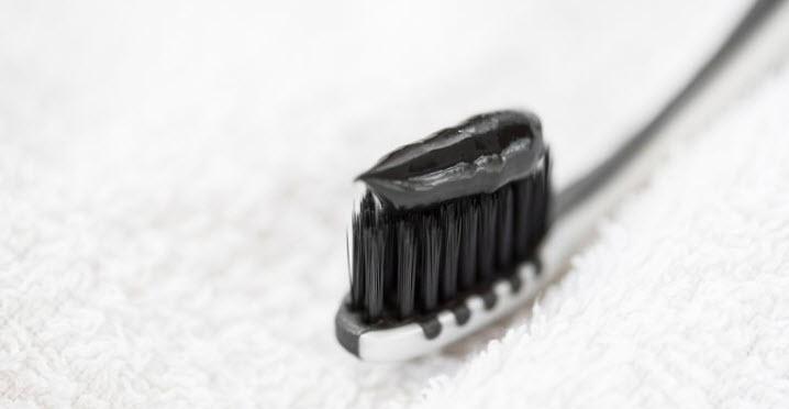 Có nên đánh răng bằng bột than hoạt tính không? có ảnh hưởng gì tới sức khỏe?